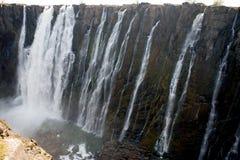 Деталь падая воды Victoria Falls Конец-вверх национальный парк Mosi-oa-Tunya и место всемирного наследия Zambiya Зимбабве Стоковые Изображения
