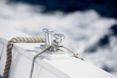 Деталь пала шлюпки на предпосылке открытого моря Стоковые Фотографии RF