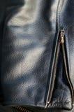 Деталь рукава кожаной куртки с молнией Стоковая Фотография RF