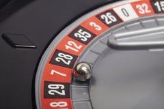 Деталь рулетки казино с шариком в 7 gambling стоковые фото