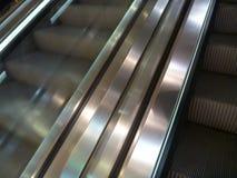 Деталь современной moving лестницы Стоковое Фото