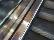 Деталь современной moving лестницы Стоковая Фотография RF