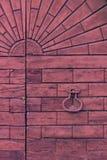 Деталь старой деревянной двери стоковые изображения rf