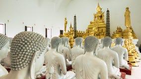 Деталь статуй Buddhas украшая буддийский висок стоковая фотография