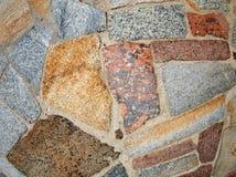 Деталь стены больших покрашенных мраморных блоков Стоковая Фотография RF