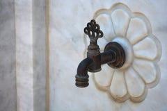 Деталь стен мрамора извива клапана водопроводного крана Стоковое Изображение
