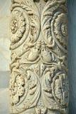 Деталь столбца на входе внутри баптистерего от dei Miracoli аркады, Пизы, Тосканы, Италии Стоковые Фотографии RF