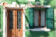 Деталь традиционного зеленого дома в острове Burano, Венеции Стоковые Фотографии RF