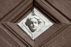 Деталь украшенного фасада старой половины timbered дом в старом городке Miltenberg, Германии Стоковые Изображения