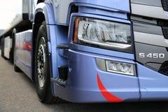 Деталь фары тележки Scania S450 Стоковое фото RF