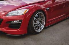Деталь фронта автомобиля красного цвета вишни стоковая фотография