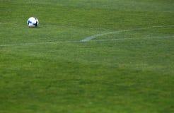 Деталь футбольного поля и предпосылка шарика Стоковое Фото