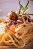 Деталь части спагетти с семенить мясом и розмариновым маслом Стоковые Изображения
