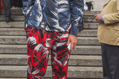 Деталь человека вне здания модного парада Ferragamo в милане Стоковые Фото