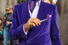 Деталь человека вне здания модного парада Scervino в милане, Стоковая Фотография RF