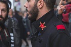 Деталь человека вне здания модного парада Trussardi для Mila Стоковое фото RF