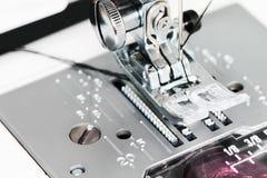 Деталь швейной машины близкая поднимающая вверх Стоковые Фото