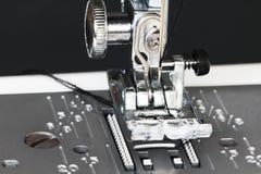 Деталь швейной машины близкая поднимающая вверх Стоковые Изображения
