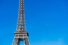 Деталь Эйфелевой башни с самолетом Стоковые Изображения