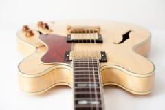 Деталь электрической гитары стоковое изображение