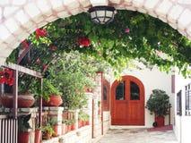 Деталь achitecture двери в гостинице строя Грецию Стоковая Фотография