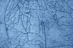 Деталь Close-up треснутой краски на стене черно- синь Стоковое Изображение RF