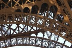 Деталь ironwork Эйфелева башни в Париже, Франции стоковое фото rf