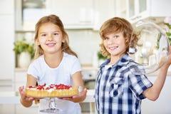 Детей торт плодоовощ настоящего момента produly Стоковое фото RF