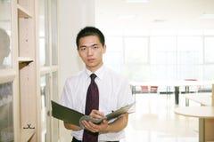 детеныши азиатского офиса работая Стоковое Изображение RF