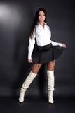 детеныши белой женщины рубашки способа ботинок Стоковое Фото