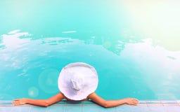 детеныши белой женщины шлема Стоковые Фото
