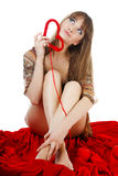 детеныши белокурого knit сердца красные Стоковое Фото