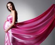 детеныши беременной женщины красотки Стоковое фото RF