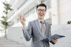 детеныши бизнесмена excited стоковые изображения rf