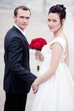 детеныши венчания пар стоковое изображение rf