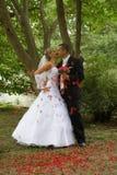 детеныши венчания пар стоковые изображения rf