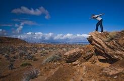 детеныши взгляда человека пустыни Стоковая Фотография