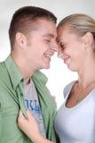 детеныши влюбленности пар сладостные стоковые фото