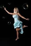 детеныши девушки платья шарика голубые стоковое фото