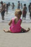 детеныши девушки пляжа Стоковая Фотография