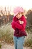 детеныши девушки сельской местности знобя Стоковые Фотографии RF