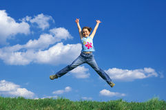 детеныши девушки скача Стоковые Изображения