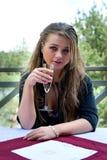 детеныши девушки шампанского стеклянные Стоковое Изображение