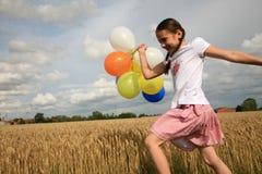 детеныши девушки ballon стоковое фото rf