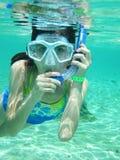 детеныши девушки snorkeling Стоковая Фотография