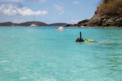 детеныши девушки snorkeling Стоковое Фото