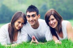 детеныши друзей счастливые стоковое фото rf