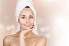 детеныши женщины ванны красивейшие стоковые изображения rf
