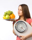 детеныши женщины веса маштаба Стоковое фото RF
