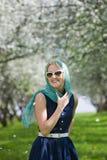 детеныши женщины весны парка Стоковые Изображения